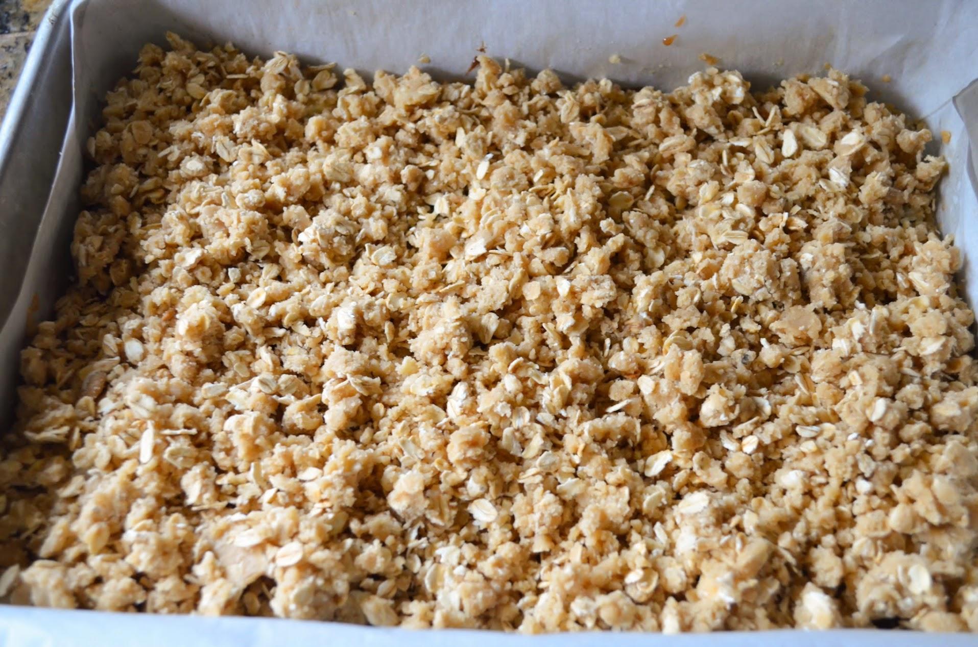 Oatmeal-Chocolate-Caramel-Carmelitas-Sprinkle-Oatmeal-Crust.jpg