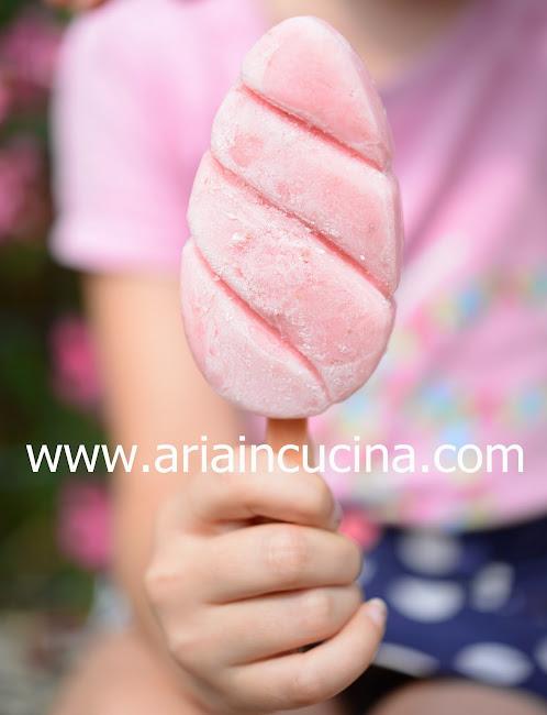 Blog di cucina di Aria: Ghiaccioli morbidi fragola e yogurt greco