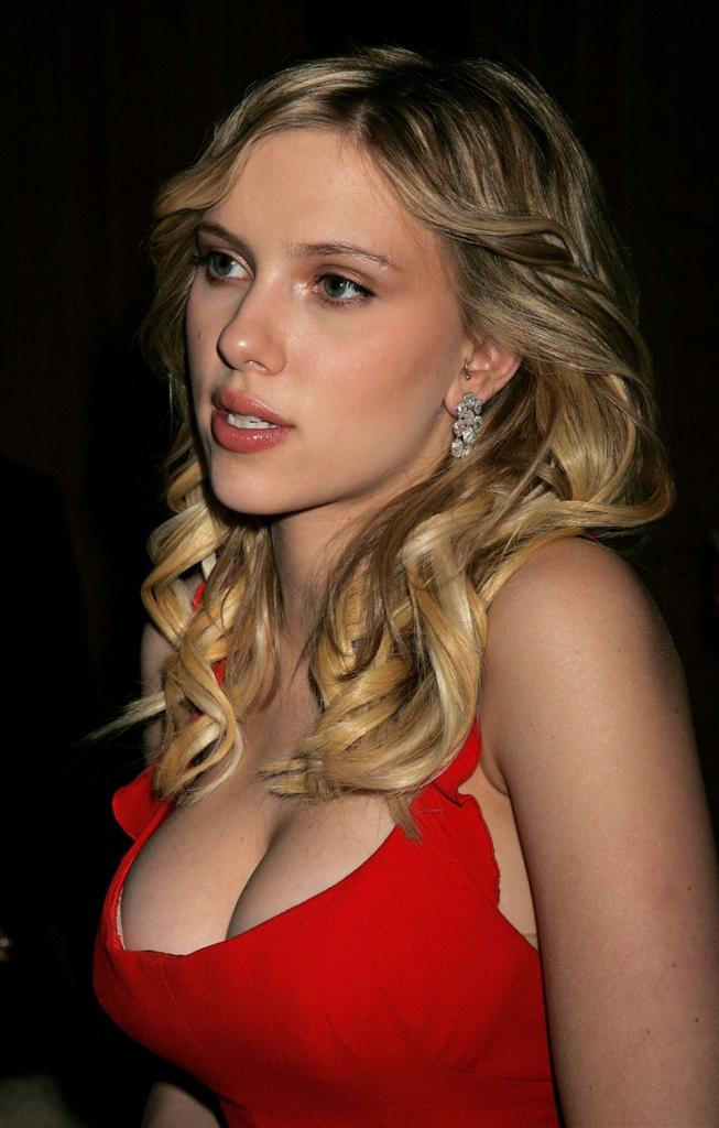 Scarlet Johansson, top sexy hollywood artist, Tops Breast List