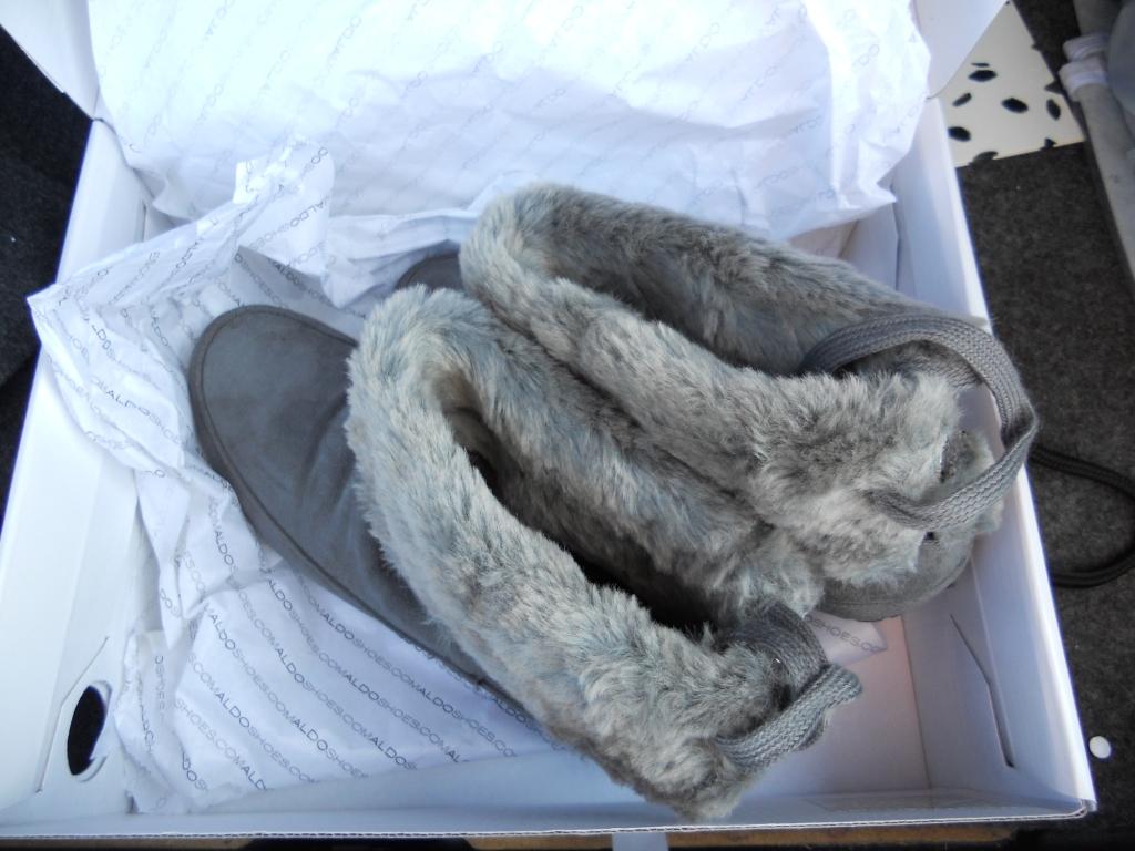 http://3.bp.blogspot.com/_-0AYIYlZvfk/TLukQhoDlEI/AAAAAAAAG80/jjMxRR2BqVc/s1600/Aldo_Fall_Boots_01.JPG