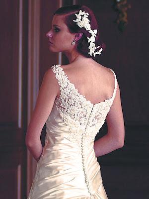 Modern Elegance Neckline Wedding Dress