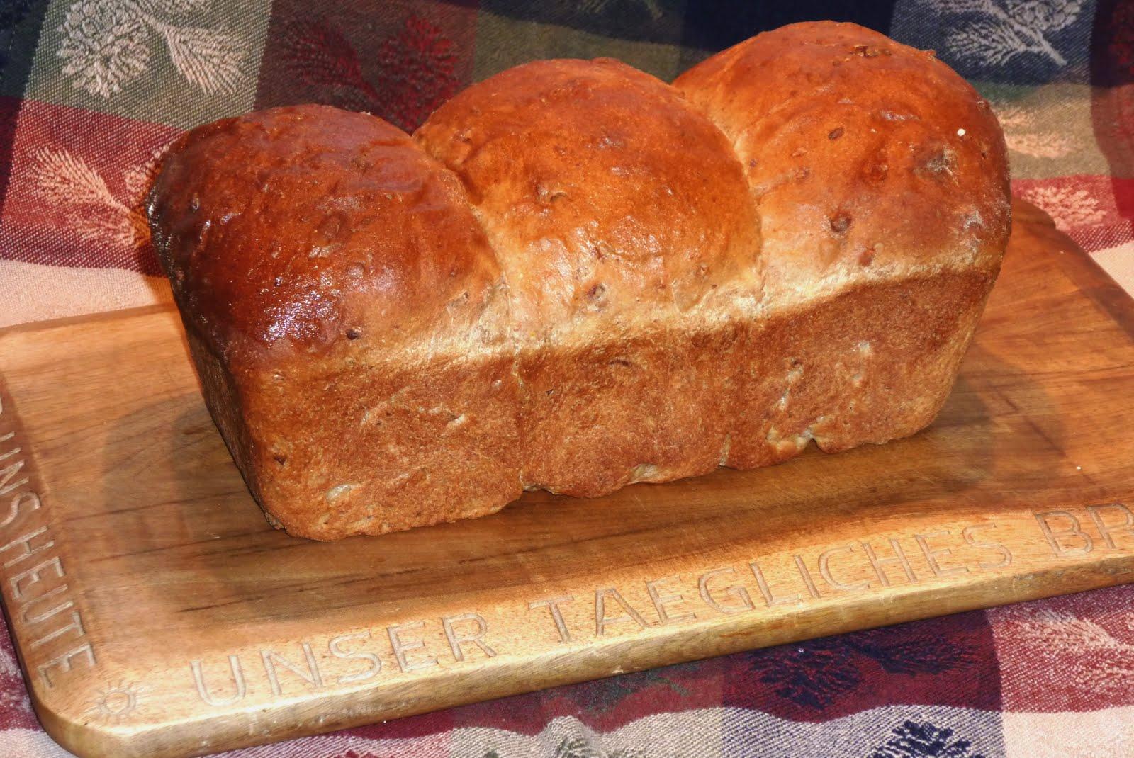 The Iowa Housewife: Nutty Orange Wheat Bread