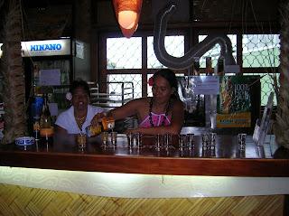 Bar en Moorea,licores, Moorea, Polinesia Francesa, vuelta al mundo, round the world, La vuelta al mundo de Asun y Ricardo