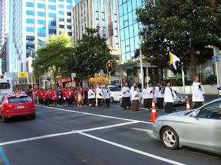 Procesión religiosa, Auckland, Nueva Zelanda, vuelta al mundo, round the world, La vuelta al mundo de Asun y Ricardo