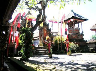 Danza balinesa, Barog y Kriss, Bali, Indonesia, vuelta al mundo, round the world, La vuelta al mundo de Asun y Ricardo