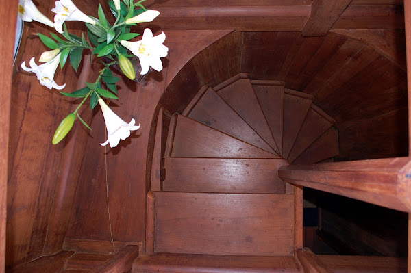 Spiral staircase leading to main state room :