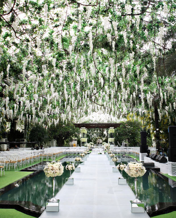 Trendee flowers designs white glamour wedding inspiration for Wedding walkway