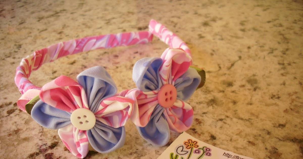 Flor com Art: Tiara decorada em tecido com fuxicos.