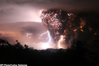 Amazing pictures - The lightning storm that engulfed an erupting volcano