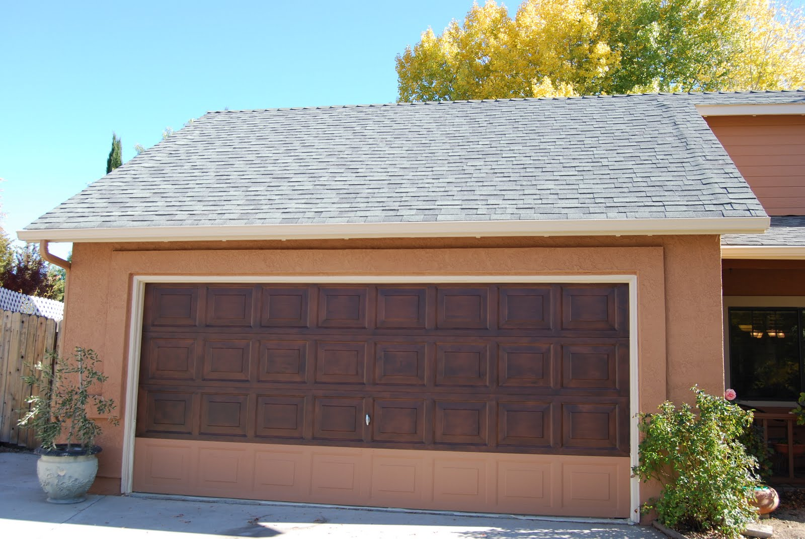 1071 #1687B5 House With Wood Garage Door Wood Garage Doors pic Garage Doors Colors 37511600