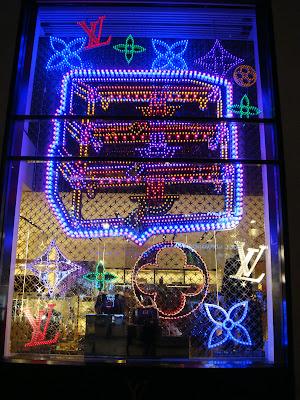 Vitrine Louis Vuitton Champs Elysees