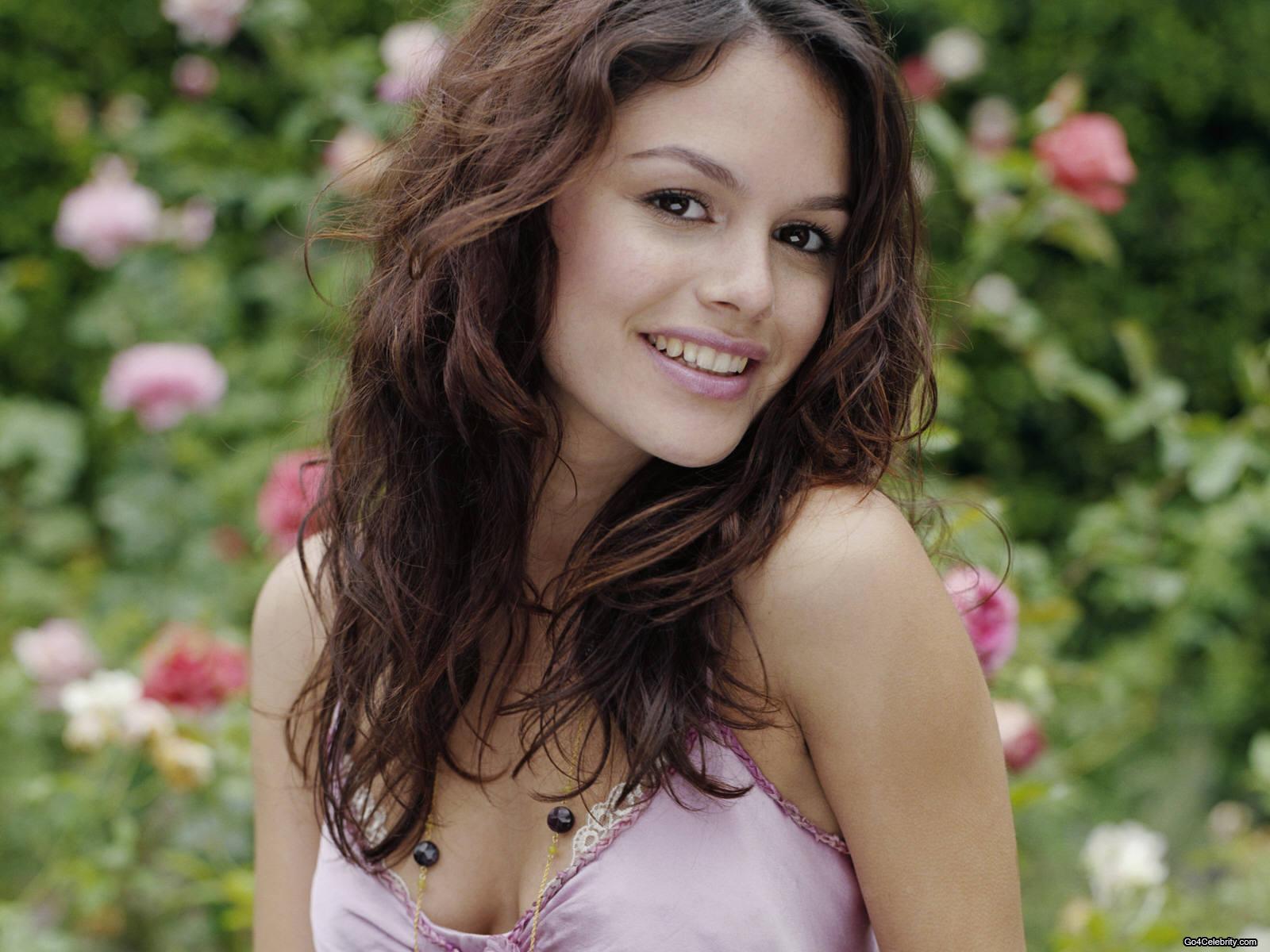 http://3.bp.blogspot.com/_-EN6_RPvgck/TKX-wXIa5yI/AAAAAAAAFvM/CjVU84H0Vbc/s1600/Rachel-Bilson-American-actress-07.jpg