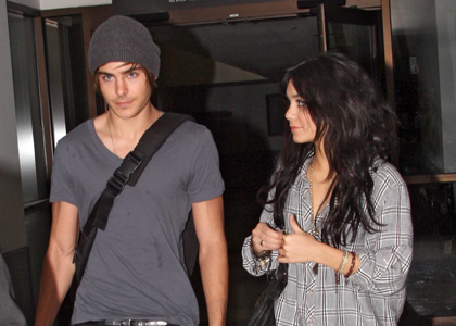 zac efron and vanessa hudgens kissing in bed pictures. Catch zac and zac kissing in