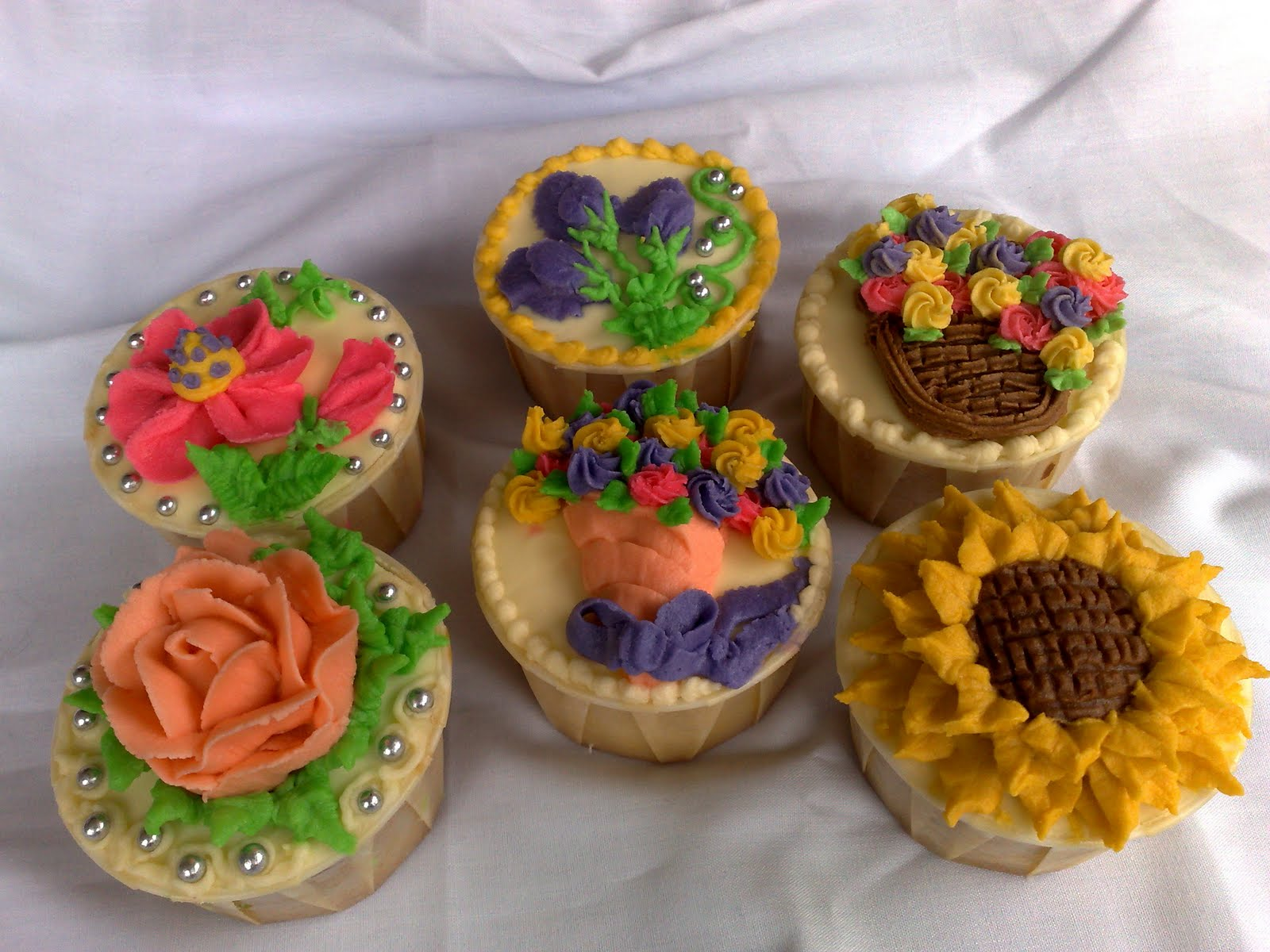 Cupcake ideas on pinterest cupcakes decorating cupcake Cupcake decorating ideas