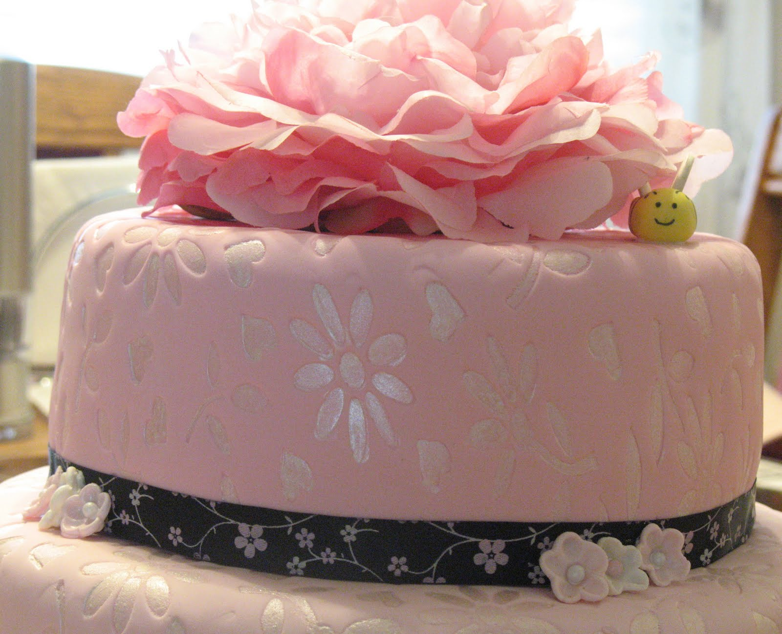 Js cakes designer flowers cake flowers cake made for a birthday party for a designer strawberry cake on top tier strawberry nectar cake on bottom both filled with strawberry whipped izmirmasajfo