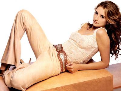 Penelope Cruz Sexy Pose