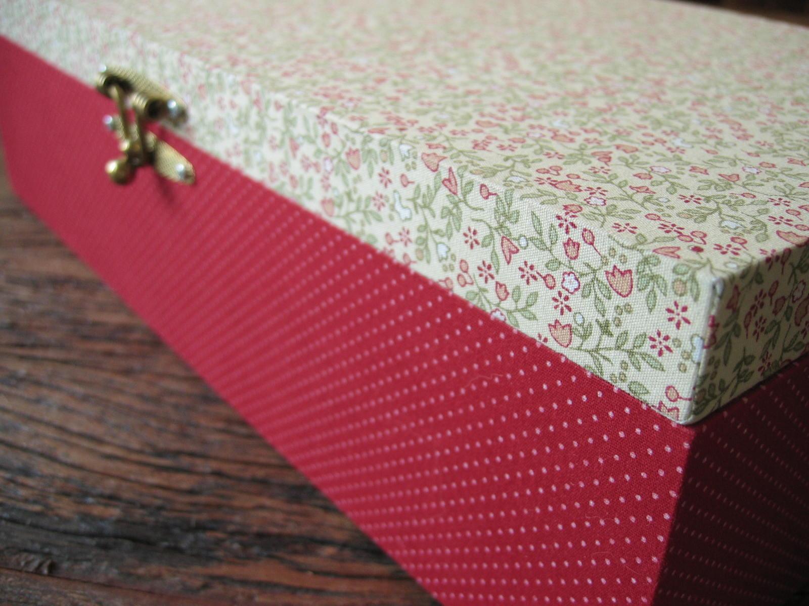 Gata Pink Artesanato: Gata Pink Artesanato Caixa de bijoux #9B3044 1600x1200