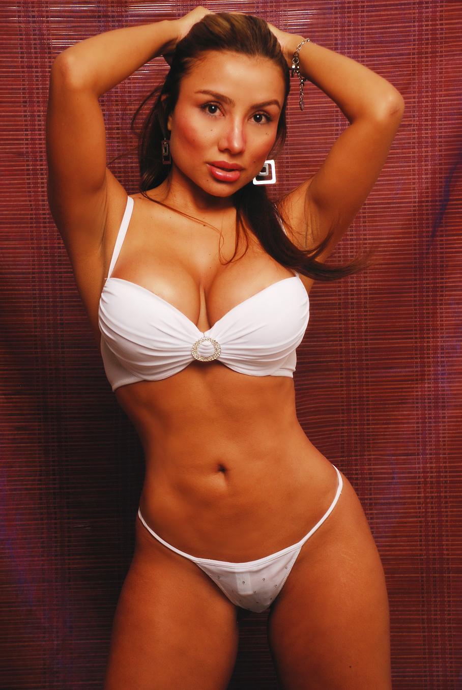 Pin modelos colombianas en ropa interior transparente for Modelos en ropa interior