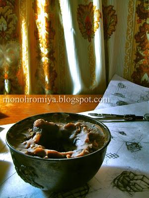 стол, наброски, свечка, свеча, дымок, дым, подсвечник