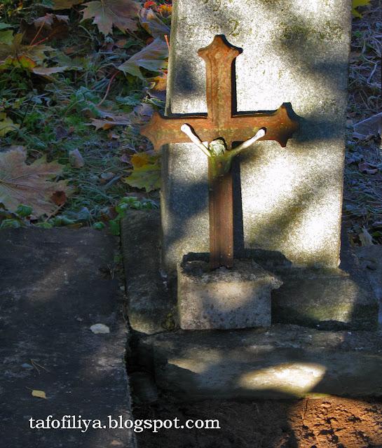 кладбищенские кресты, крест, старый крест, необычный крест