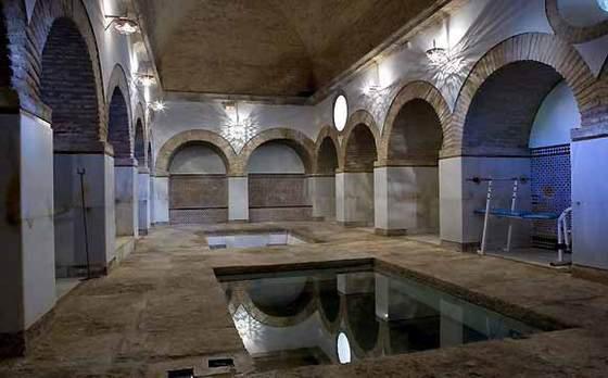 Baño Arabe En Almeria:perímetro a un patio y en el subterráneo se encuentran los baños