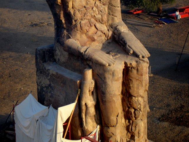 Memnon, sur.