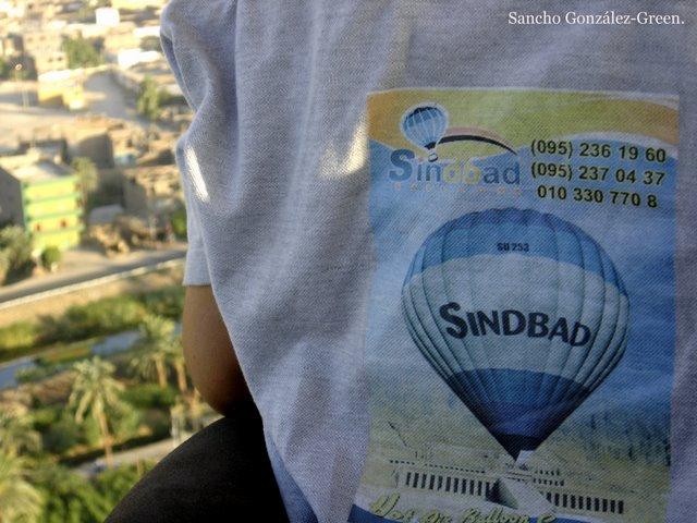 Camiseta Sindbad balloon rise.