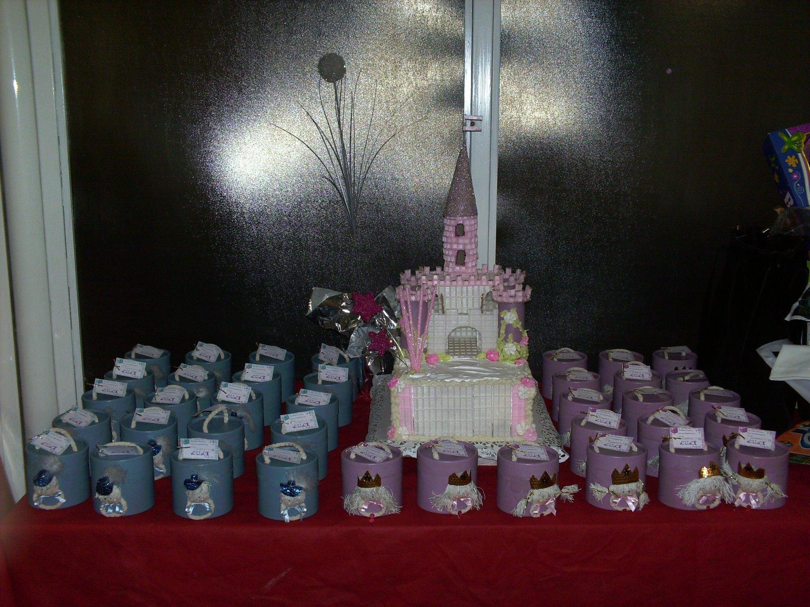 presentacion de torta y souveniers
