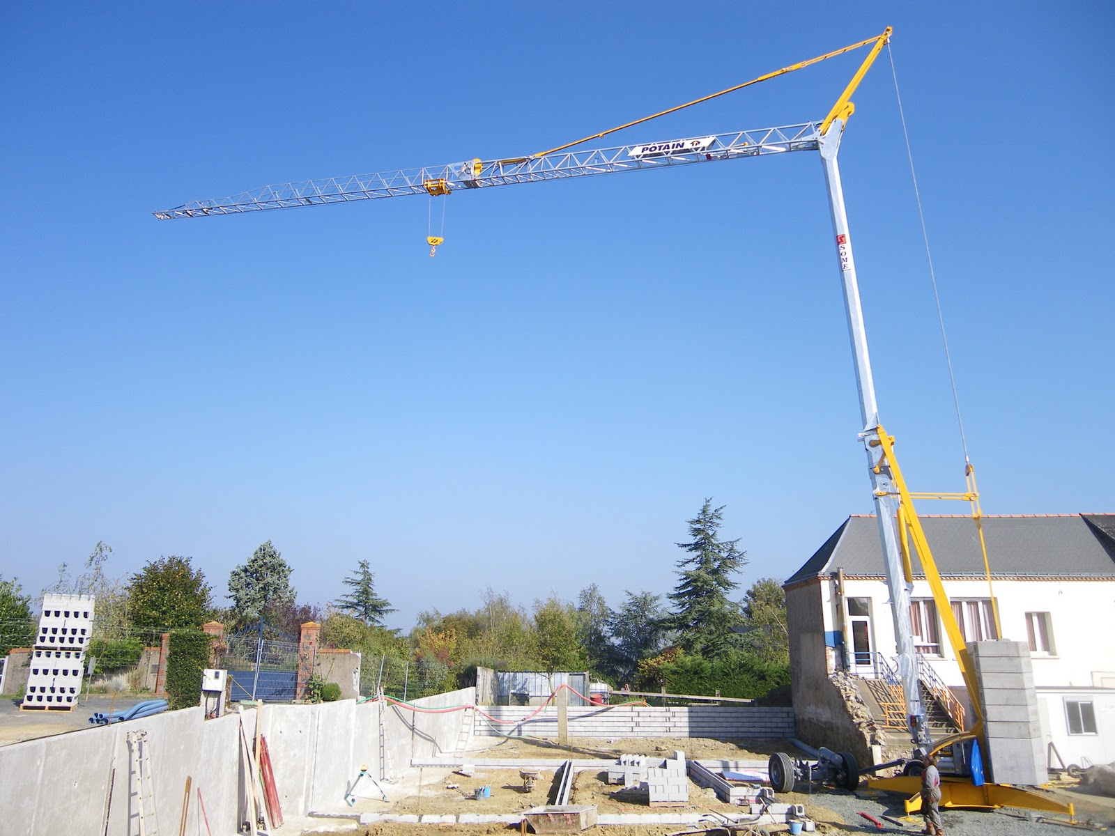 Construction de la nouvelle ecole priv e de st georges des gardes le montage - A quoi sert un groupe electrogene ...