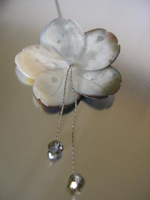 Fleur en nacre