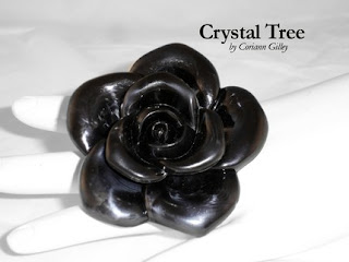 Kristen Stewart Rings on Twistar  Kristen Stewart S Chanel Camelia Sculpture Onyx Rose Ring