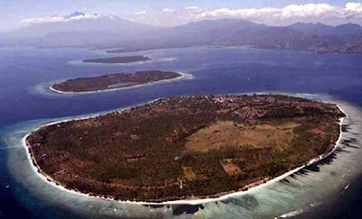Gili  on And Then Air  Rinjani Volcano Is At Top Left  Image Lombok Travel