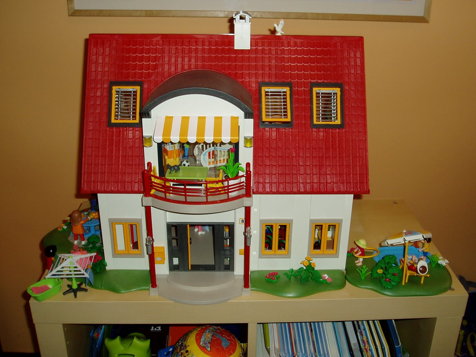 Rodriplay casa moderna al reves de playmobil for Casa moderna playmobil 9266