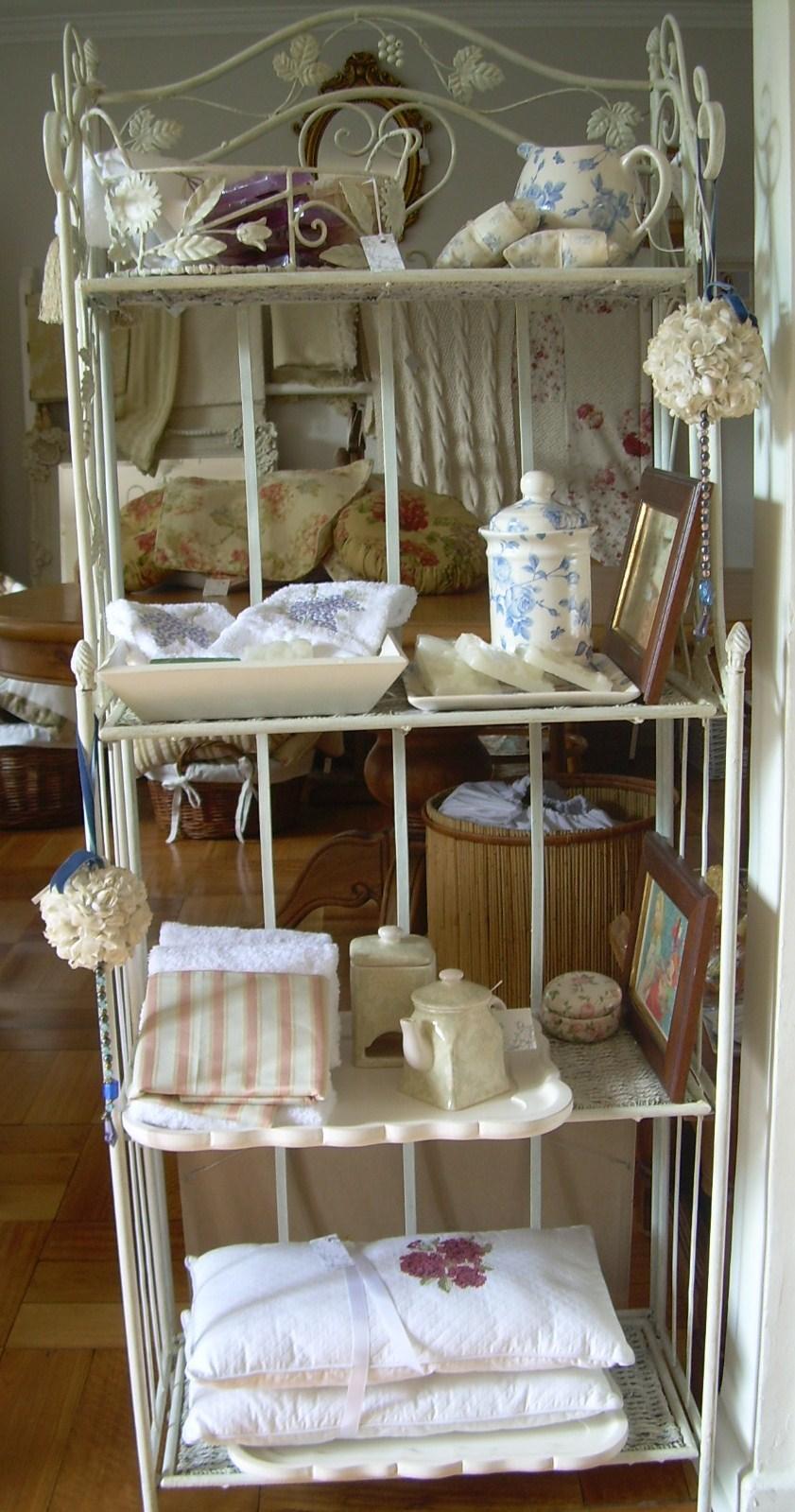 Paz montealegre decoraci n muebles para el ba o for Muebles para toallas