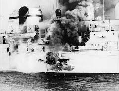 Misil Exocet impacta en la fragata británica Sheffield
