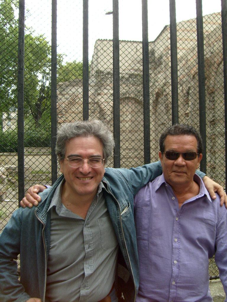 EDUARDO GARCIA AGUILAR Y OSCAR COLLAZOS JUNTO A LAS RUINAS ROMANAS DE LUTECIA EN PARIS.