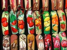 unhas decoradas com desenhos de frutas