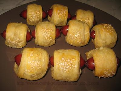 Carnaciori picanti in foietaj