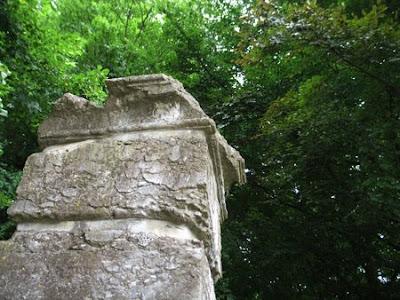 Colonne - Gelbressée - Belgique - Anne-Sarine Limpens - 2008
