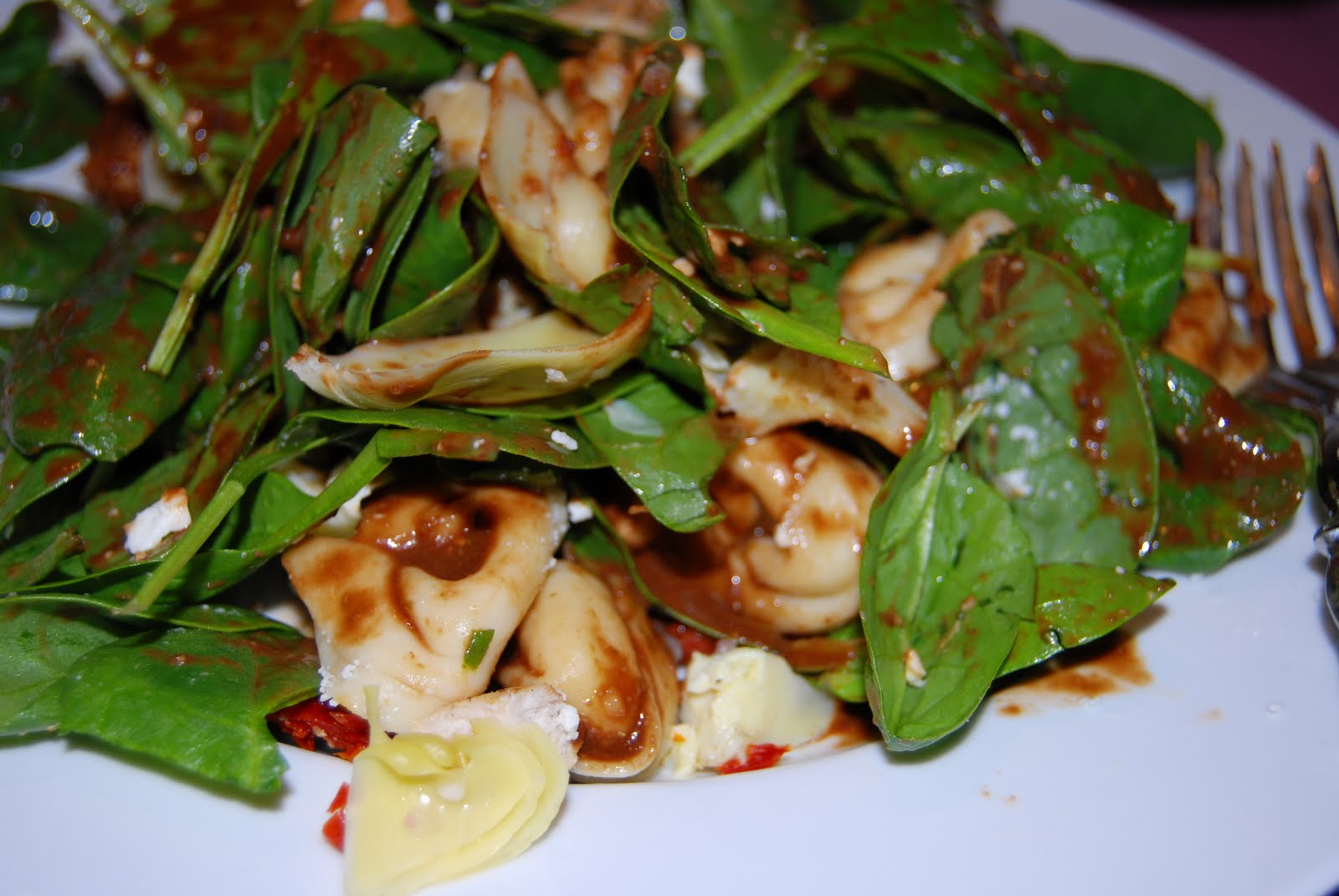 ... Easy Eats: Tortellini Spinach Salad with Balsamic-Tomato Vinaigrette