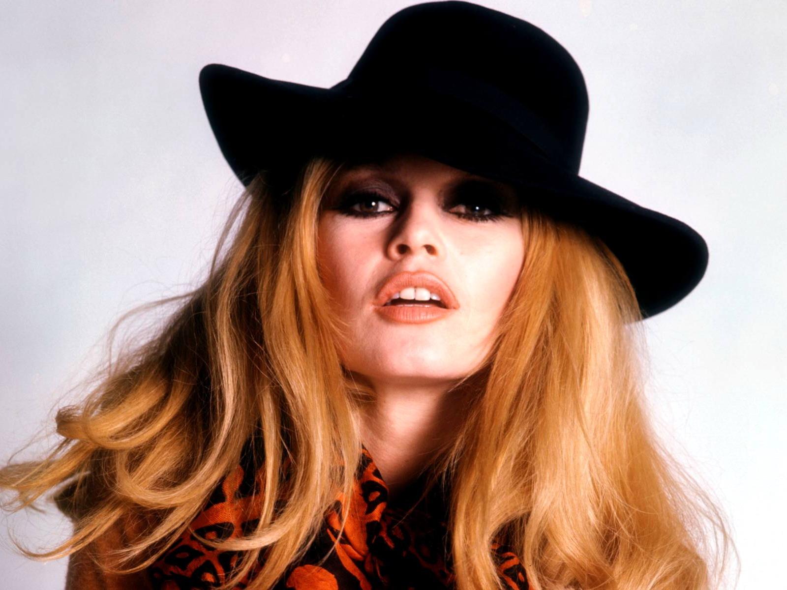 http://3.bp.blogspot.com/_-cr_FYVm3rI/S8O4pqG7YuI/AAAAAAAAEzw/zhInJ2B0gDU/s1600/kinopoisk.ru-Brigitte-Bardot-518488--w--1600.jpg