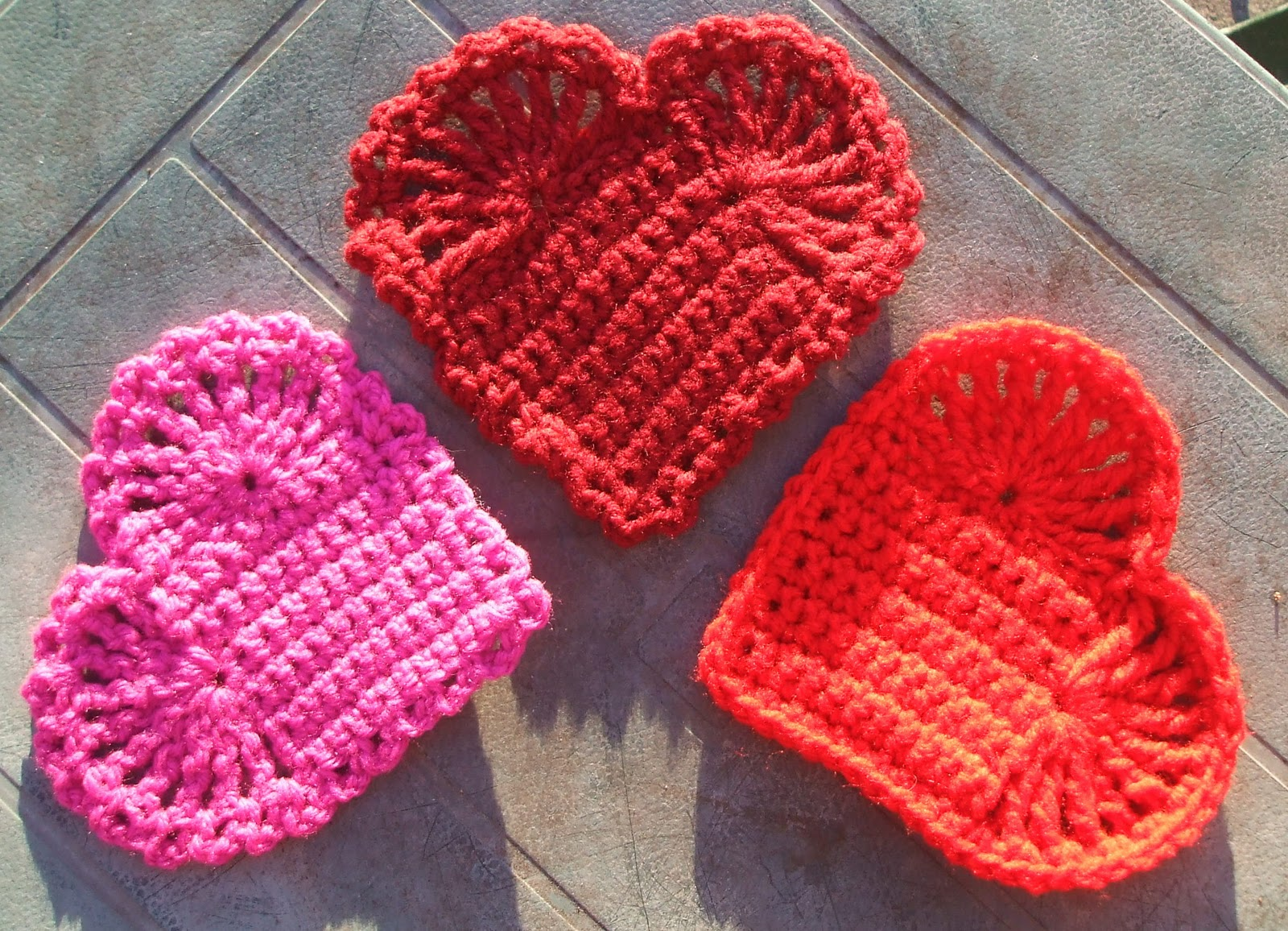 Crochet Heart : Pins and Needles: Easy Crochet Hearts