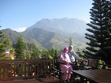 Berlatarbelakang Kinabalu di kedinginan pagi 14062009