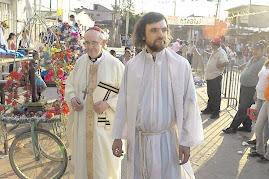 ahora son sacerdotes de las villas más pobres identificados con ellos