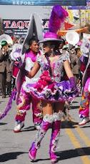 el colorido, la alegría y el baile gracioso de las devotas