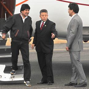 evo desciende del avión que sirvió a varios presidente