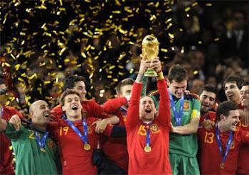 lluvia de mixtura dorada se derrama del cielo surafricano en la última velada de fútbol