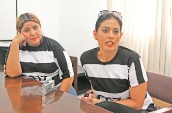 se visten así porque quieren llamar la atención. en Bolivia hay persecusión política.