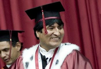 """la ignorancia casi resulta """"un mérito"""" para recibir títulos de universidades de segunda"""