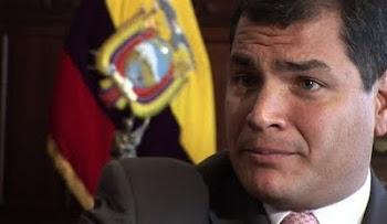 están a punto de echarlo policías y militares ecuatorianos